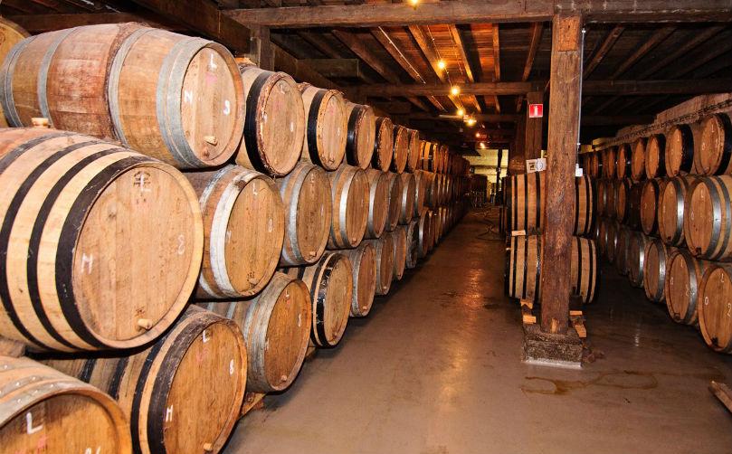 Дубовые бочки для выдерживания дорогого вина