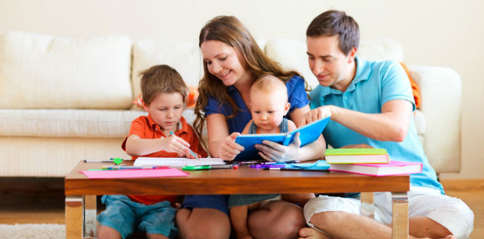 Отдых дома вместе с детьми фото