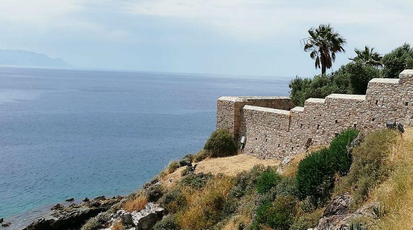 Старинная крепость в Кушидасы