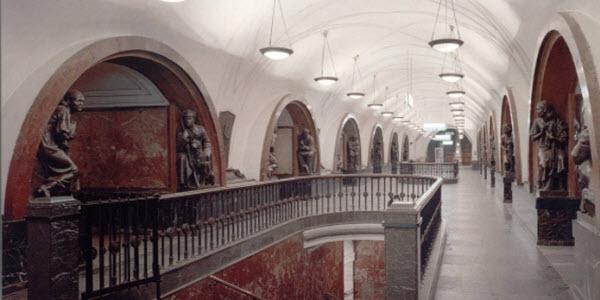 5 самых красивых старых станций метро Москвы, площадь революции