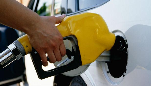 Сколько бензина держать в бензобаке?