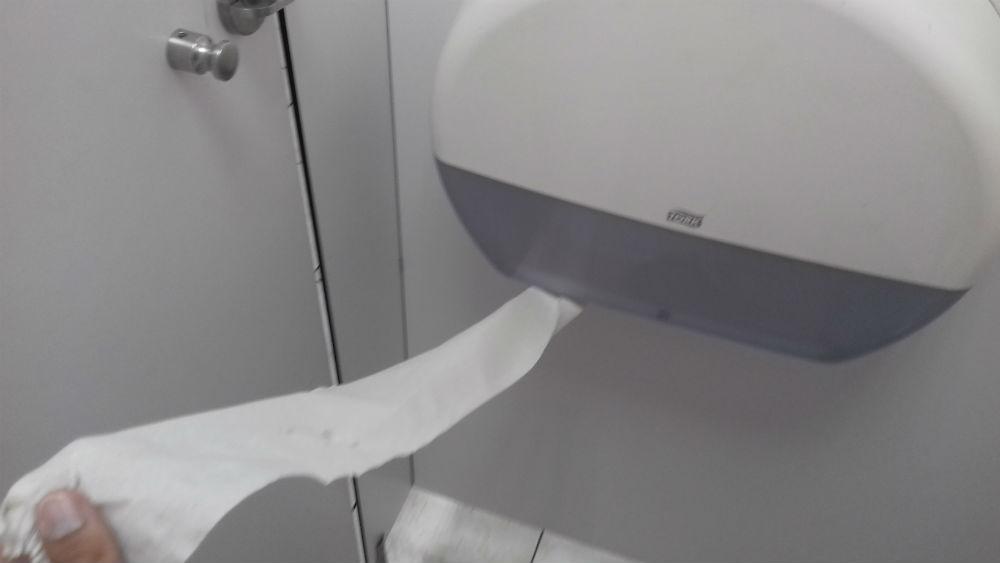 достаточно туалетной бумаги
