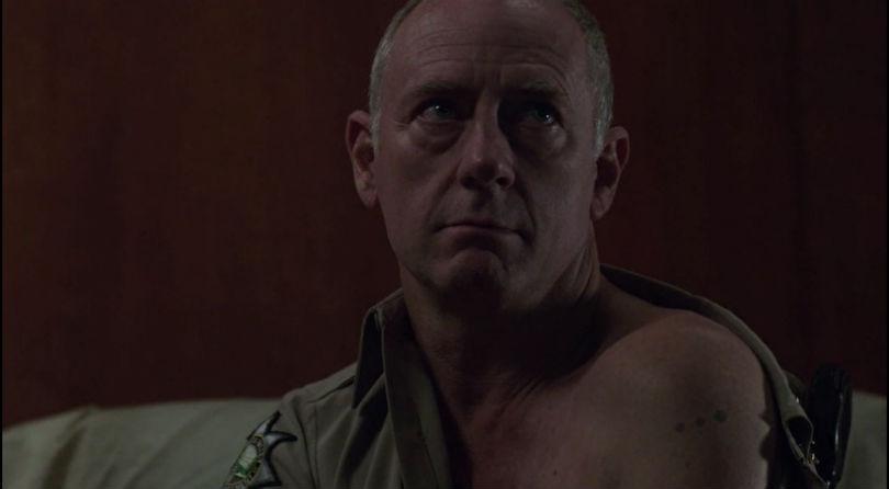 Татуировка три точки на плече Кровавого Джона